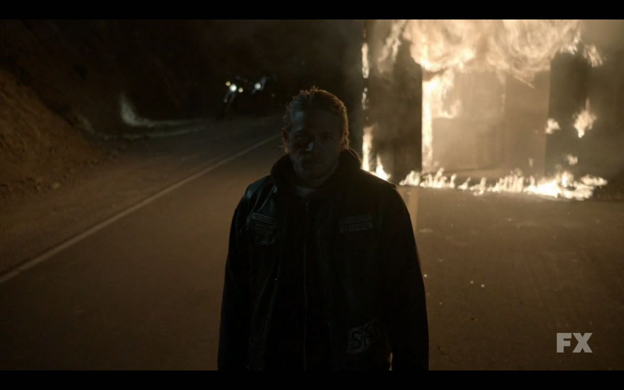 Sons.of.Anarchy.S05E01.720p.HDTV.x264-EVOLVE.mkv_snapshot_07.06_[2012.09.17_00.09.49]