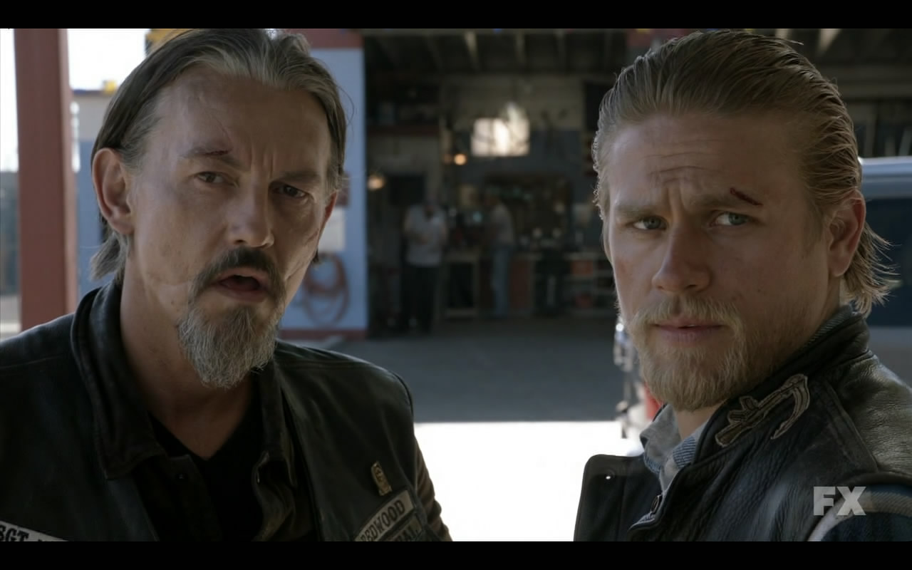 Sons.of.Anarchy.S05E04.720p.HDTV.x264-EVOLVE.mkv_snapshot_24.43_[2012.10.03_23.26.15]